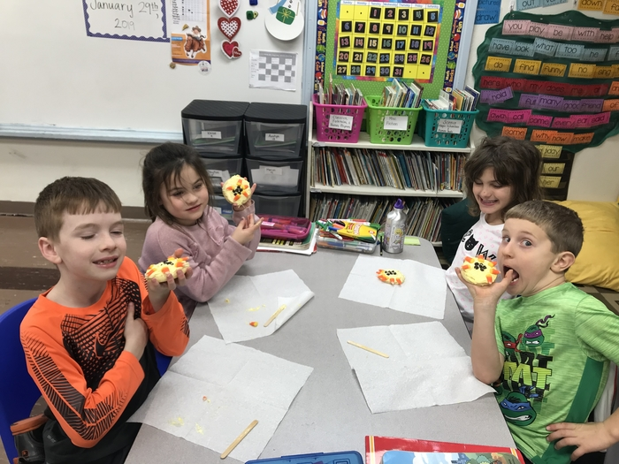 More kiddos enjoying their cookies!