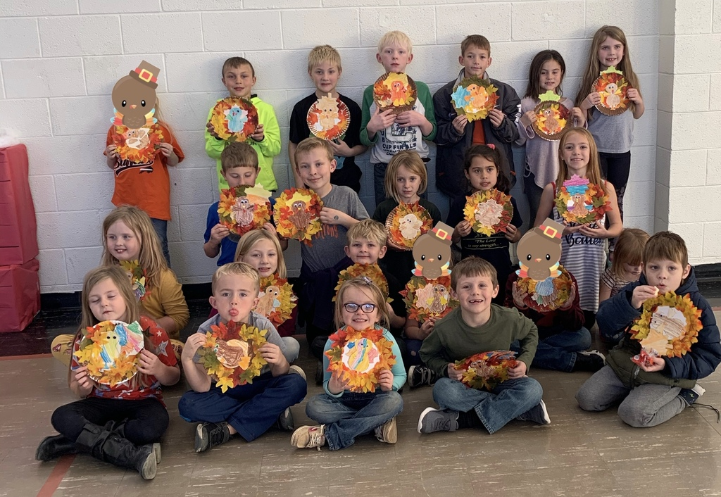 Students with turkeys